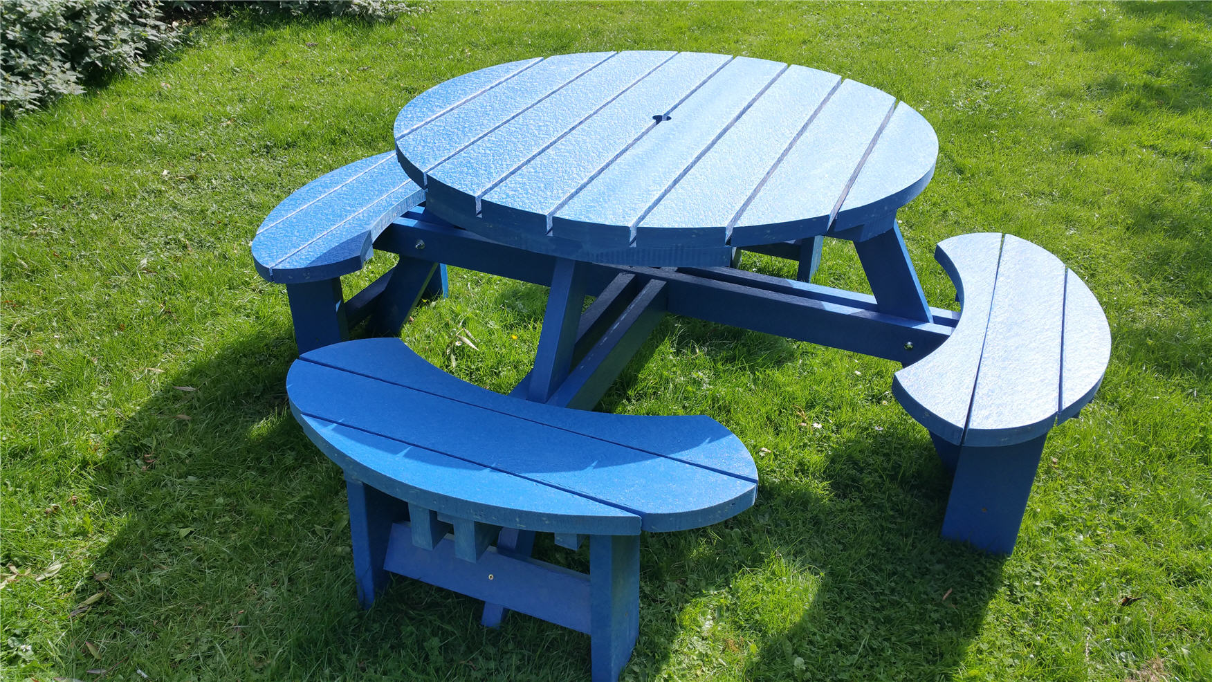 Composite Coloured Recycled Benchs And Tables